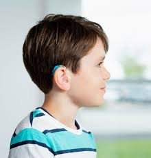 M. Cadène spécialiste de la correction auditive enfant à Paris et Nice