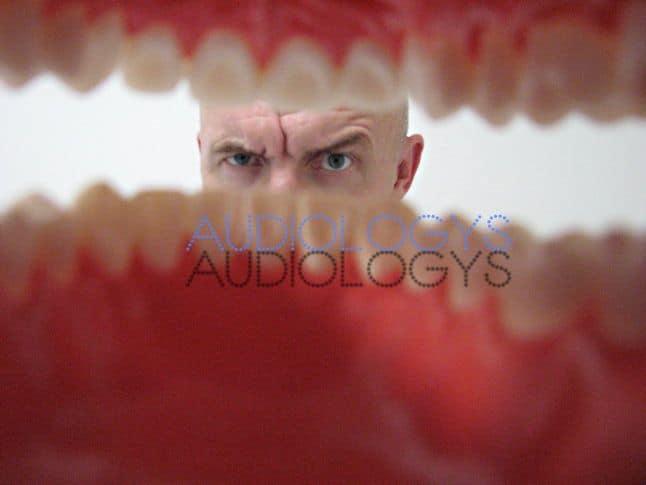 Le bouchon d'oreille sur mesure dentiste préserve la voix